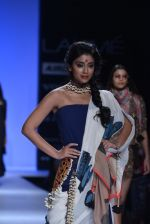 Shriya Saran walk the ramp for Asmita Marwa Show at Lakme Fashion Week 2013 Day 1 in Grand Hyatt, Mumbai on 22nd March 2013 (136).JPG
