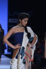 Shriya Saran walk the ramp for Asmita Marwa Show at Lakme Fashion Week 2013 Day 1 in Grand Hyatt, Mumbai on 22nd March 2013 (137).JPG