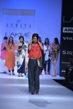Shriya Saran walk the ramp for Asmita Marwa Show at Lakme Fashion Week 2013 Day 1 in Grand Hyatt, Mumbai on 22nd March 2013 (145).JPG
