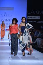 Shriya Saran walk the ramp for Asmita Marwa Show at Lakme Fashion Week 2013 Day 1 in Grand Hyatt, Mumbai on 22nd March 2013 (146).JPG