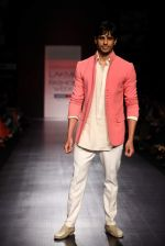 Siddharth Malhotra walk the ramp for Manish Malhotra Show at Lakme Fashion Week 2013 Day 1 in Grand Hyatt, Mumbai on 22nd March 2013 (124).JPG