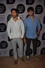 Varun Dhawan at Manish Malhotra Show at Lakme Fashion Week 2013 Day 1 in Grand Hyatt, Mumbai on 22nd March 2013 (68).JPG