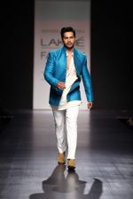 Varun Dhawan walk the ramp for Manish Malhotra Show at Lakme Fashion Week 2013 Day 1 in Grand Hyatt, Mumbai on 22nd March 2013 (108).JPG