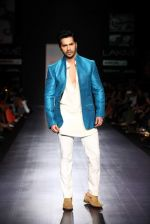 Varun Dhawan walk the ramp for Manish Malhotra Show at Lakme Fashion Week 2013 Day 1 in Grand Hyatt, Mumbai on 22nd March 2013 (112).JPG