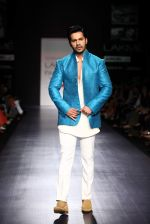 Varun Dhawan walk the ramp for Manish Malhotra Show at Lakme Fashion Week 2013 Day 1 in Grand Hyatt, Mumbai on 22nd March 2013 (111).JPG