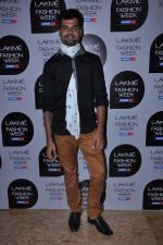 at Manish Malhotra Show at Lakme Fashion Week 2013 Day 1 in Grand Hyatt, Mumbai on 22nd March 2013 (122).JPG