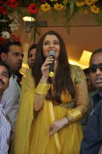 Aishwarya Rai Bachchan inaugurates Kalyan jewellers in Thane, Mumbai on 24th March 2013 (14).JPG