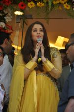 Aishwarya Rai Bachchan inaugurates Kalyan jewellers in Thane, Mumbai on 24th March 2013 (15).JPG