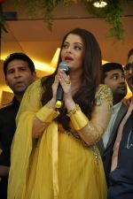 Aishwarya Rai Bachchan inaugurates Kalyan jewellers in Thane, Mumbai on 24th March 2013 (17).JPG