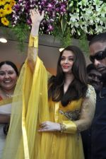 Aishwarya Rai Bachchan inaugurates Kalyan jewellers in Thane, Mumbai on 24th March 2013 (20).JPG