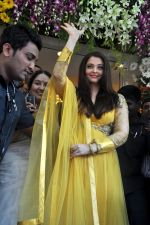 Aishwarya Rai Bachchan inaugurates Kalyan jewellers in Thane, Mumbai on 24th March 2013 (23).JPG