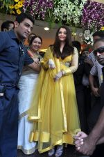Aishwarya Rai Bachchan inaugurates Kalyan jewellers in Thane, Mumbai on 24th March 2013 (25).JPG