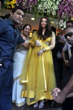 Aishwarya Rai Bachchan inaugurates Kalyan jewellers in Thane, Mumbai on 24th March 2013 (26).JPG