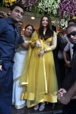 Aishwarya Rai Bachchan inaugurates Kalyan jewellers in Thane, Mumbai on 24th March 2013 (27).JPG