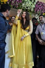 Aishwarya Rai Bachchan inaugurates Kalyan jewellers in Thane, Mumbai on 24th March 2013 (28).JPG