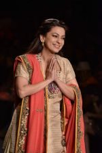 Juhi Chawla walk the ramp for Vikram Phadnis Swades Show at Lakme Fashion Week 2013 Day 4 in Grand Hyatt, Mumbai on 25th March 2013(191).JPG