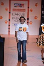 Rakesh Omprakash Mehra walk the ramp for Save Tigers Aircel Show at Lakme Fashion Week 2013 Day 5 in Grand Hyatt, Mumbai on 26th March 2013 (304).JPG
