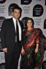 Vidya Balan, Siddharth Roy Kapoor at Vikram Phadnis Show at Lakme Fashion Week 2013 Day 4 in Grand Hyatt, Mumbai on 25th March 2013 (116).JPG