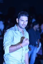 Yuvraj Singh walk the ramp for Save Tigers Aircel Show at Lakme Fashion Week 2013 Day 5 in Grand Hyatt, Mumbai on 26th March 2013 (23).JPG