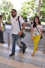 Bunty Walia leave for charity match in Delhi Airport on 30th March 2013 (18).JPG