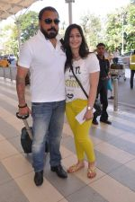 Bunty Walia leave for charity match in Delhi Airport on 30th March 2013 (20).JPG