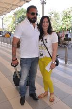 Bunty Walia leave for charity match in Delhi Airport on 30th March 2013 (21).JPG