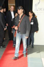 Mohit Chauhan arrive in Vancouver for TOIFA 2013 on 3rd April 2013 (2).jpg