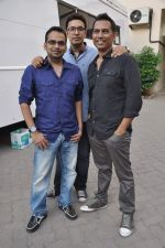 Krishna DK, Dinesh Vijan, Raj Nidimoru at Go Goa Gone promotions in Mumbai on 5th April 2013 (5).JPG