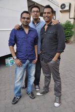 Krishna DK, Dinesh Vijan, Raj Nidimoru at Go Goa Gone promotions in Mumbai on 5th April 2013 (1).JPG