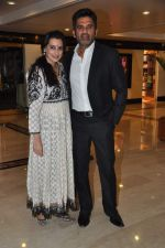 Sunil Shetty, Mana Shetty at Standard Chartered Marathon Awards Night in Trident, Mumbai on 10th April 2013 (81).JPG