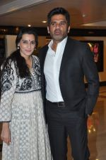 Sunil Shetty, Mana Shetty at Standard Chartered Marathon Awards Night in Trident, Mumbai on 10th April 2013 (82).JPG