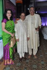 Anup Jalota, Siddharth Kak at Surabhi Foundation Fundraiser event in Taj Colaba, Mumbai on 12th April 2013 (7).JPG