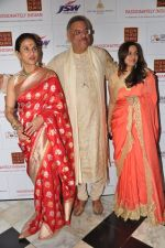 Shobha De, Siddharth Kak at Surabhi Foundation Fundraiser event in Taj Colaba, Mumbai on 12th April 2013 (55).JPG
