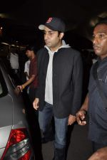 Abhishek Bachchan return from NY in Mumbai Airport on 23rd April 2013 (10).JPG
