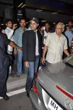 Abhishek Bachchan return from NY in Mumbai Airport on 23rd April 2013 (18).JPG