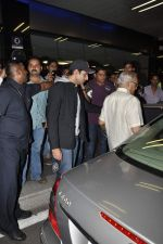 Abhishek Bachchan return from NY in Mumbai Airport on 23rd April 2013 (20).JPG