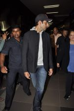 Abhishek Bachchan return from NY in Mumbai Airport on 23rd April 2013 (5).JPG