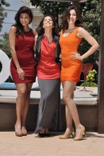 Sunny leone, Archana Vijaya, Sonalli Sehgall at Sachin Joshi_s energy drink shoot in Malad, Mumbai on 24th April 2013 (26).JPG