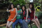 Sunny leone, Archana Vijaya, Sonalli Sehgall, Sachin Joshi at Sachin Joshi_s energy drink shoot in Malad, Mumbai on 24th April 2013 (44).JPG
