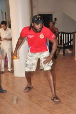 Chris Gayle spend time with NGO kids in Worli, Mumbai on 26th April 2013 (22).JPG