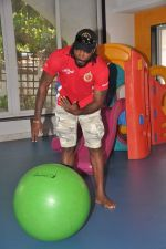 Chris Gayle spend time with NGO kids in Worli, Mumbai on 26th April 2013 (25).JPG