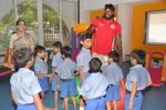 Chris Gayle spend time with NGO kids in Worli, Mumbai on 26th April 2013 (26).JPG