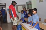 Chris Gayle spend time with NGO kids in Worli, Mumbai on 26th April 2013 (31).JPG