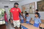 Chris Gayle spend time with NGO kids in Worli, Mumbai on 26th April 2013 (34).JPG