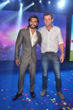 Ranveer Singh, Adam Gilchrist at Samsung S4 launch by Reliance in Shangrilaa, Mumbai on 27th April 2013 (95).JPG