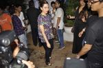 Karisma Kapoor snapped outside Olive in Mumbai on 30th April 2013 (13).JPG