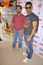 Kunal Khemu,  Anand Tiwari at Go Goa Gone promotions at MOD in Bandra, Mumbai on 7th May 2013 (49).JPG