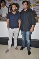 Abhishek Kapoor, Siddharth Roy Kapur at Kai po che DVD launch in Infinity Mall, Mumbai on 10th May 2013 (87).JPG