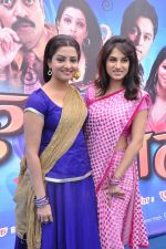 Smita Gondkar and Nisha Parulekar at the Mahurat of Marathi movie Full to Dhamaal in Madh, Mumbai on 13th May 2013 (75).JPG