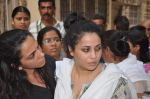 at Bollywood Photographer Jagdish Mali_s funeral in Mumbai on 13th May 2013 (36).JPG
